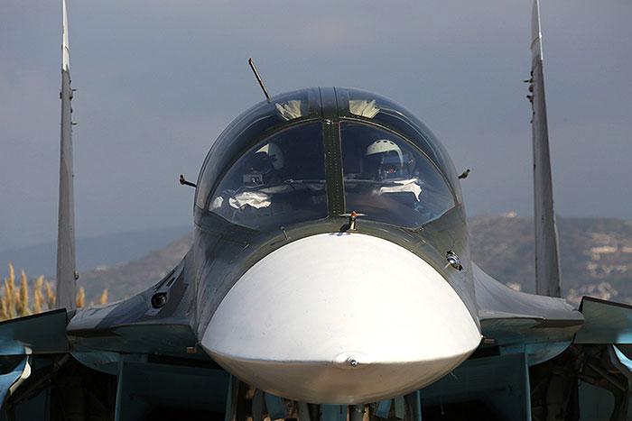 Авиация РФ уничтожила в Сирии крупную базу боевиков и склад боеприпасов