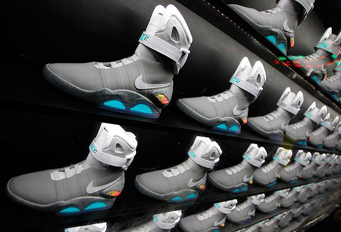 """Nike намекнула на выпуск самозашнуровывающихся кроссовок из """"Назад в будущее"""""""