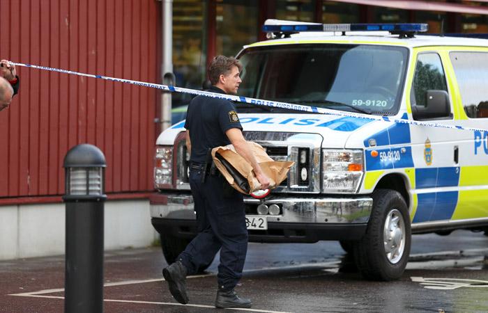 Напавший на школу в Швеции скончался