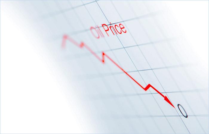 """ЦБ в пессимистичном сценарии заложил цену на нефть """"очень ниже"""" $40"""