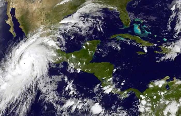 """Ураган """"Патрисия"""" у берегов Мексики оказался самым мощным в истории"""
