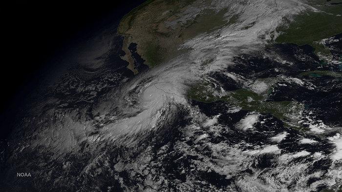 """Ураган """"Патрисия"""" начал терять силу"""