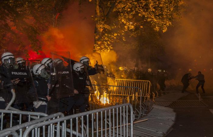 Полиция в Черногории разогнала требующих отставки премьера