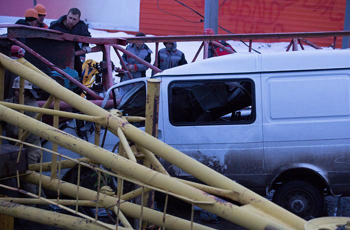 Три человека задержаны в Омске после падения крана на людей