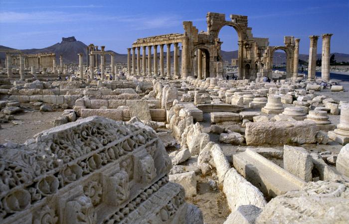 """Боевики """"Исламского государства"""" взорвали в Пальмире три древние колонны"""