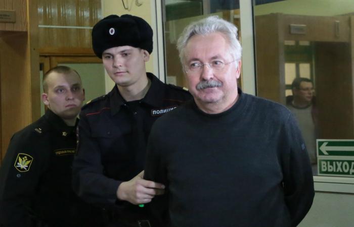 Один из обвиняемых по делу о падении крана в Омске отправлен под домашний арест
