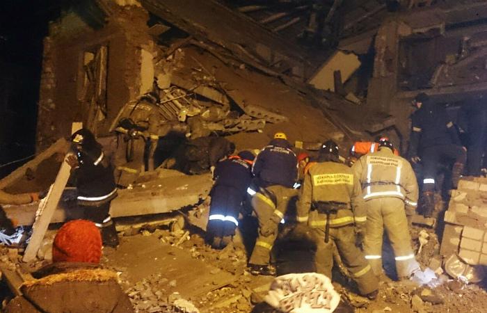 Число жертв обрушения жилого дома под Хабаровском достигло пяти человек