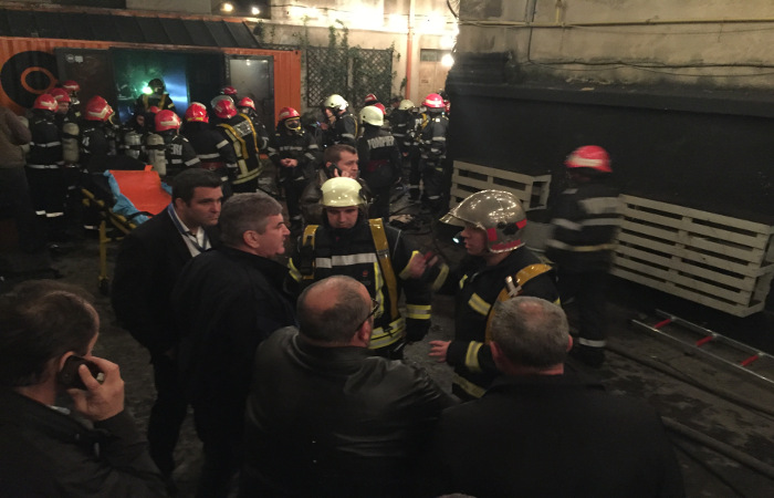 Число жертв пожара в ночном клубе в Бухаресте увеличилось до 27 человек