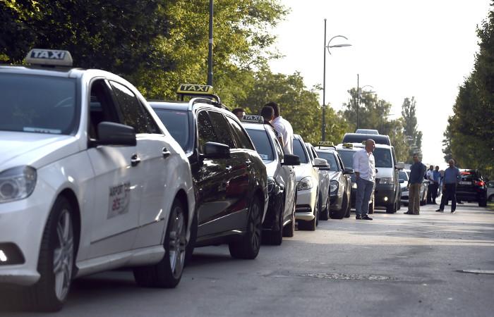 Таксисты в Нарве возмутились новыми языковыми требованиями властей