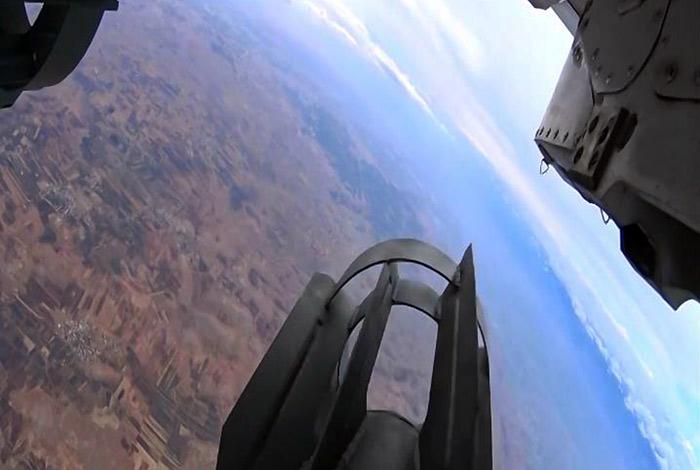 Су-24 сбросил в Сирии две бетонобойные бомбы весом по 500 кг каждая