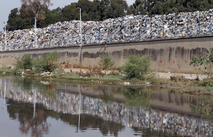 В Бейруте ливни размыли груды мусора по всему городу