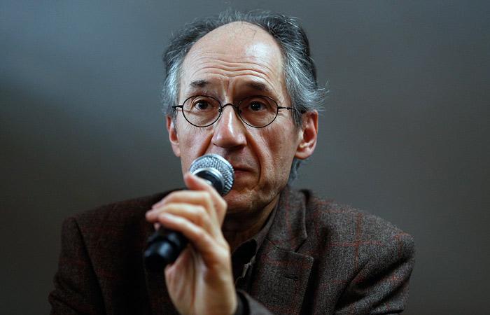 Главред Charlie Hebdo объяснил карикатуры на упавший А321