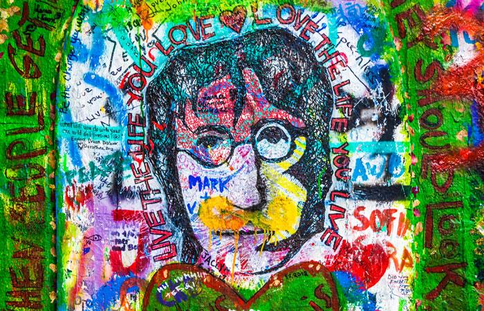 Украденную у Джона Леннона гитару продали с аукциона за $2,4 млн