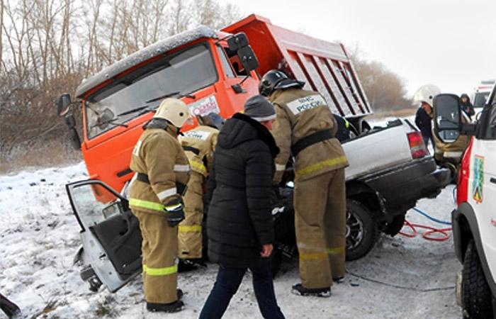 Пять человек погибли в ДТП в Кемеровской области