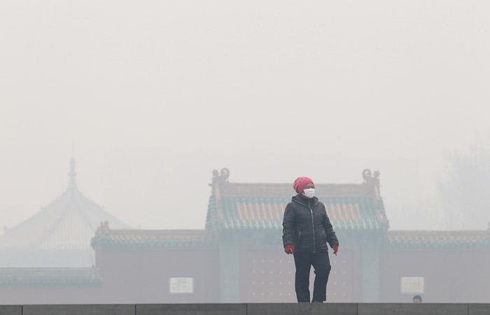 Северо-восток Китая накрыл рекордный смог с превышением вредных частиц в 56 раз