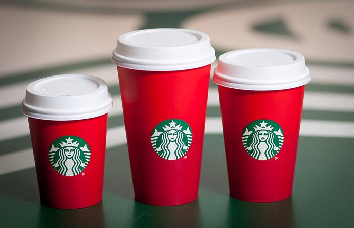 Любители кофе пригрозили бойкотом Starbucks из-за рождественских стаканчиков