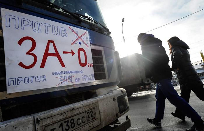 Дальнобойщики устроили акции по России против сборов за проезд