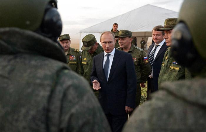 Путин назвал переоснащение армии наверстыванием упущенного в 1990-е годы