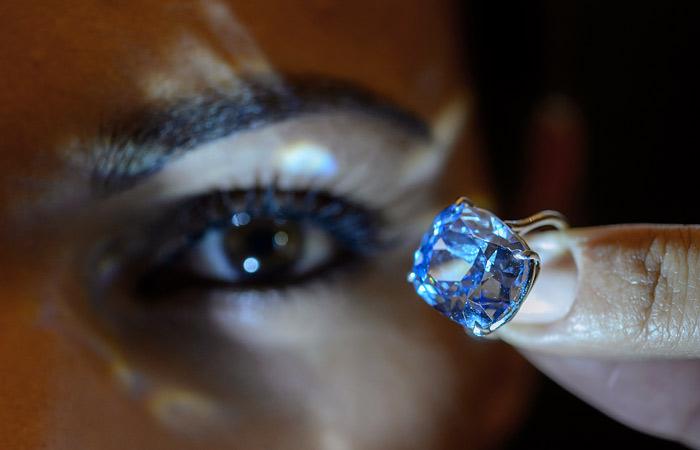 Стало известно имя покупателя бриллианта Blue Moon