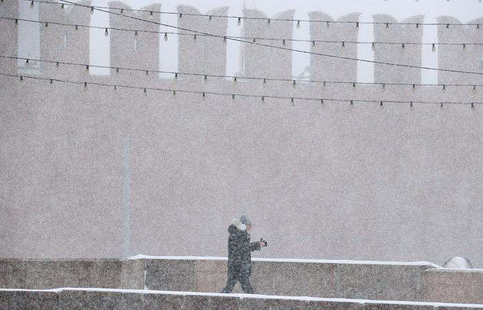 Столичные синоптики предсказали снегопад и метель в воскресенье