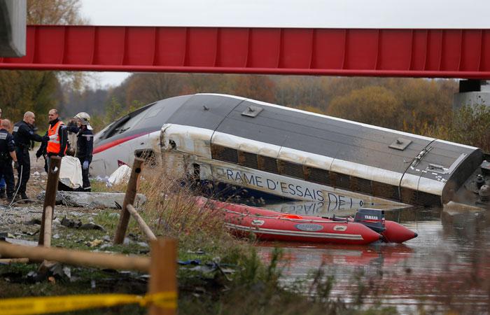 На востоке Франции загорелся и сошел с рельсов скоростной поезд