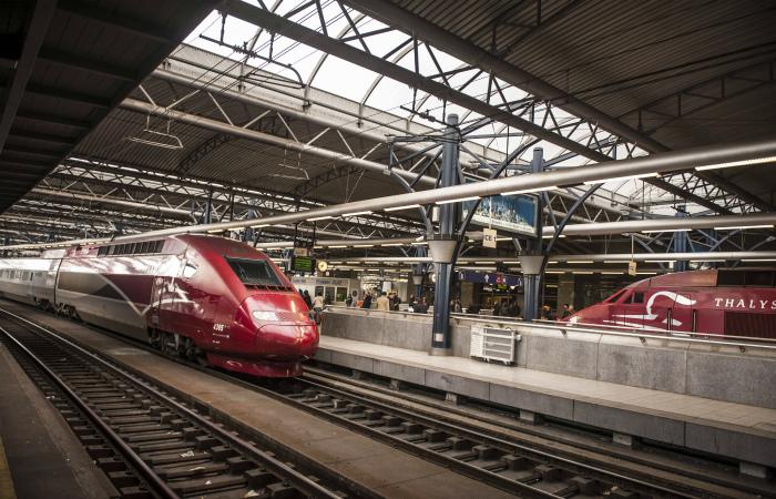 В результате крушения скоростного поезда во Франции погибли десять человек