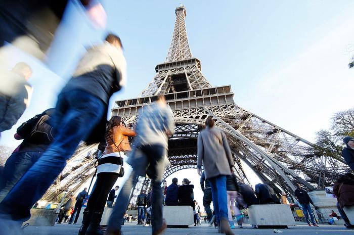 Эксперты разошлись в оценке влияния терактов на экономику Франции