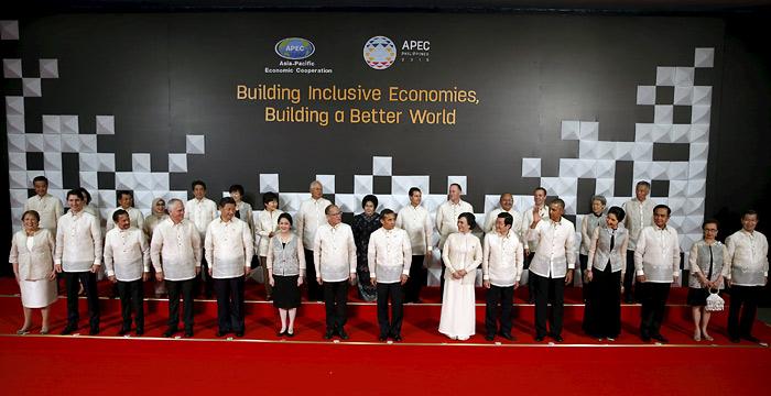 Участники саммита АТЭС надели для общего фото белые филиппинские рубахи