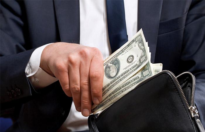 Goldman Sachs посоветовал инвесторам покупать доллары и рубли