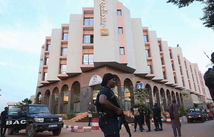 """При захвате отеля в Мали погибли шесть сотрудников авиакомпании """"Волга-Днепр"""""""
