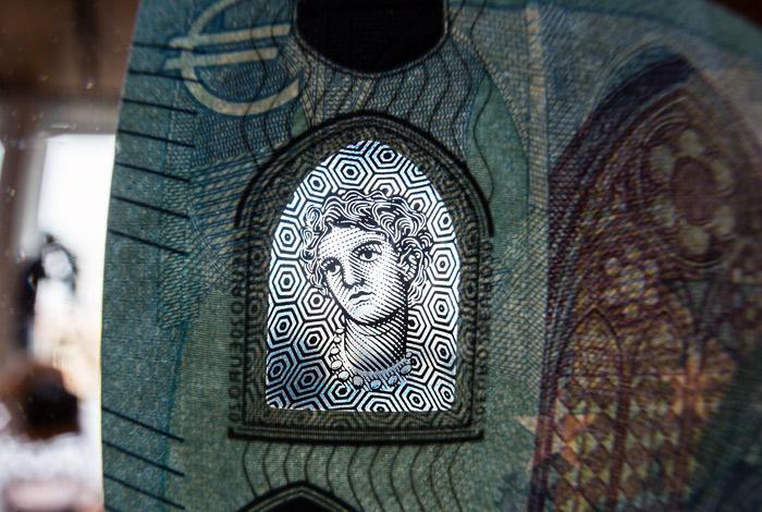 В еврозоне введена новая банкнота в 20 евро
