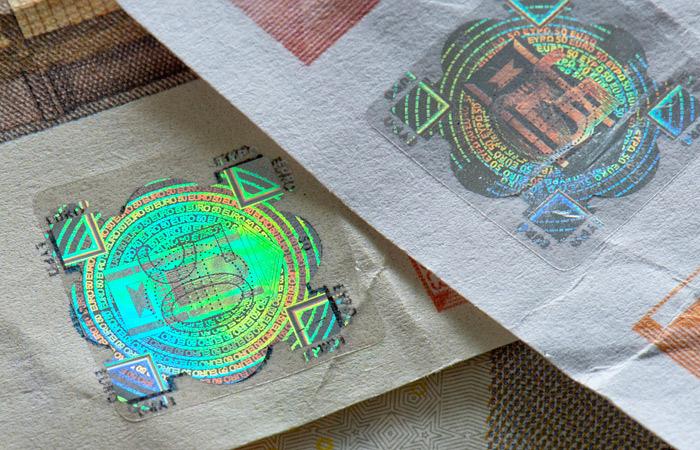 Петербургские химики научились печатать голограммы на струйном принтере