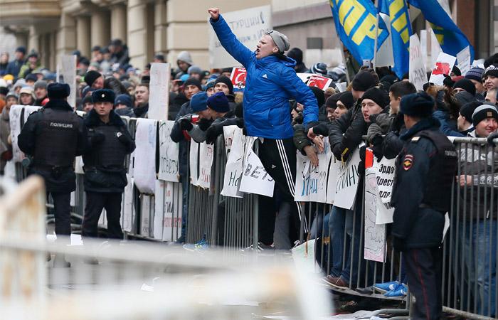 Демонстранты разбили окна посольства Турции в Москве