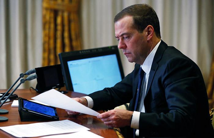 Медведев пообещал заморозить инвестпроекты с Турцией