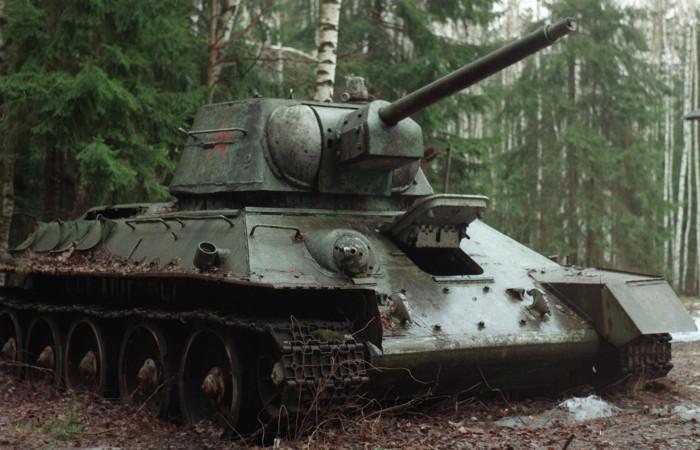 В Латвии местный житель напугал соседей разъездами на купленном танке