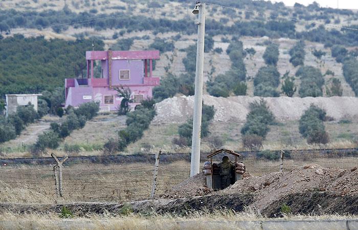 СМИ узнали о попытках США уговорить Турцию закрыть часть границы с Сирией