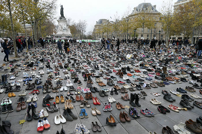 """Полиция Парижа применила слезоточивый газ на """"климатическом марше"""""""