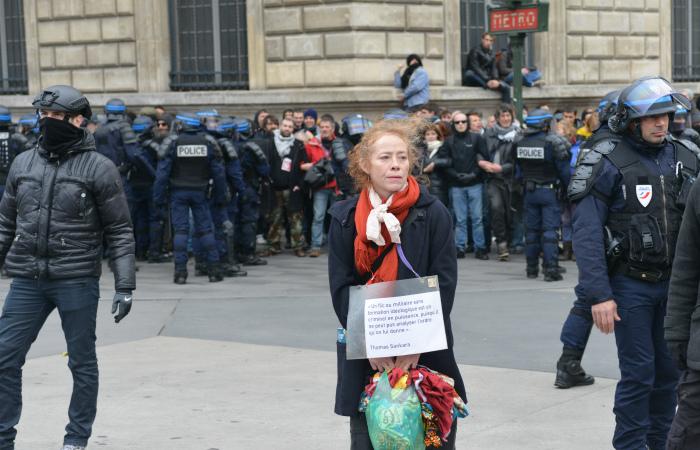 Полиция Парижа арестовала около 200 участников акции протеста