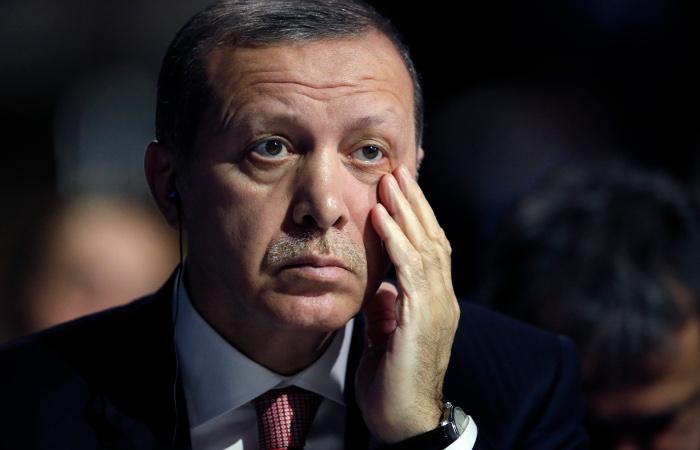Загнавший турецкую армию в тупик Эрдоган срочно едет к Путину за советом