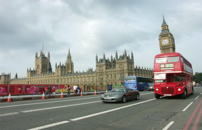 Британский парламент поддержал участие страны в военной операции против ИГ в Сирии