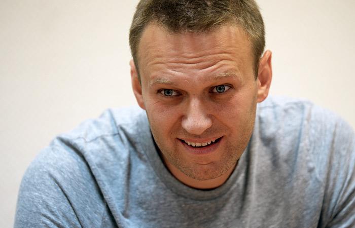 Навальный пообещал подать в суд на генпрокурора Чайку