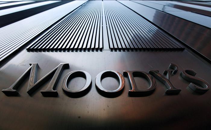 """Moody's повысило прогноз по рейтингу России до """"стабильного"""""""