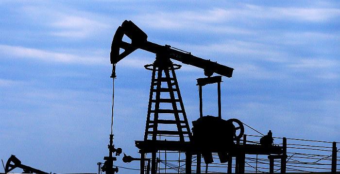 Минимум один человек погиб при пожаре на азербайджанской нефтеплатформе