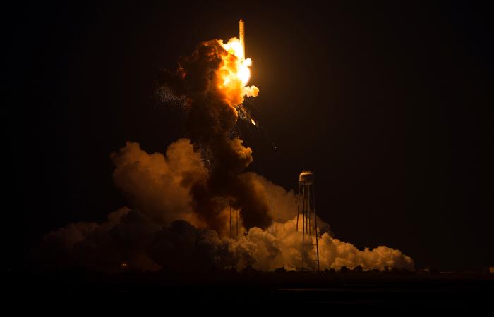 В США с четвертой попытки запустили космический грузовик Cygnus