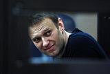 """Навальный полностью расплатился по иску в рамках """"дела Ив Роше"""""""