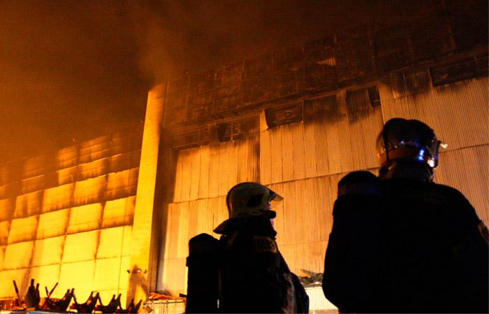 На горевшем складе ТМЗ в Москве хранились бочки с дизтопливом