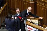 В Верховной раде подрались сторонники Яценюка и Порошенко