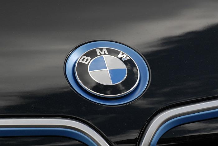 На Рублевке сгорели пять дорогих BMW