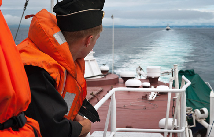 Турецкое судно помешало перемещению российских буровых станций в Черном море