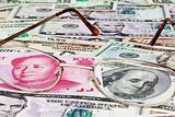 Китай собрался ослабить привязку юаня к доллару